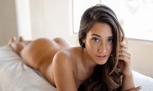 Junge Frauen beim Sex chatten